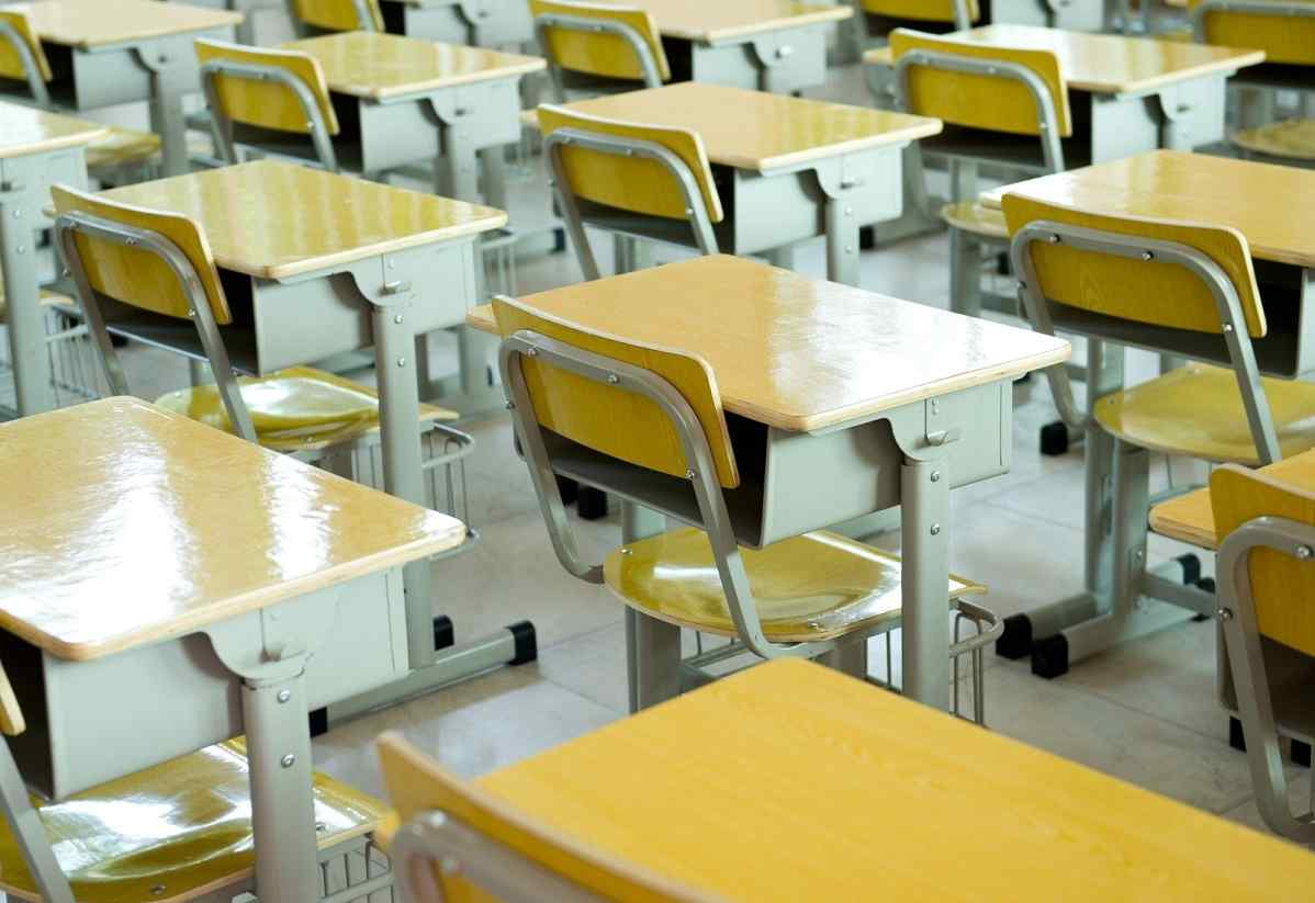 The correlation between classroom furniture and student performance